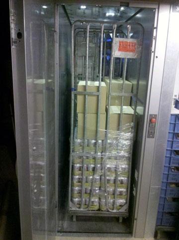 De AB Supermarktlift is eenvoudig en snel te plaatsen.